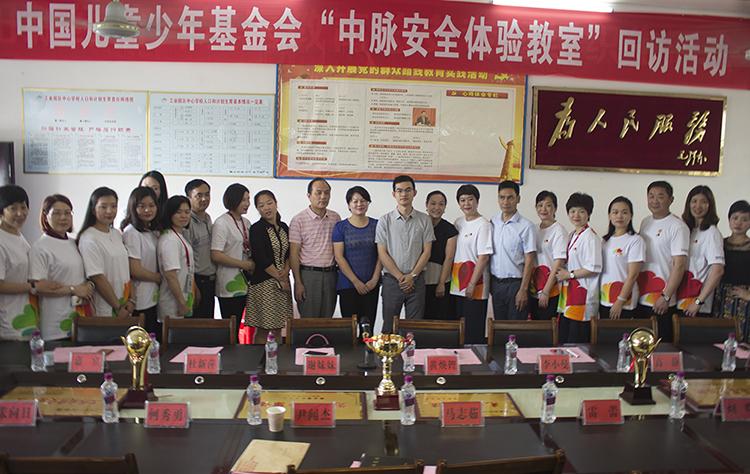 2儿基会、妇联、教育局嘉宾和中脉志愿者参加回访座谈会.jpg