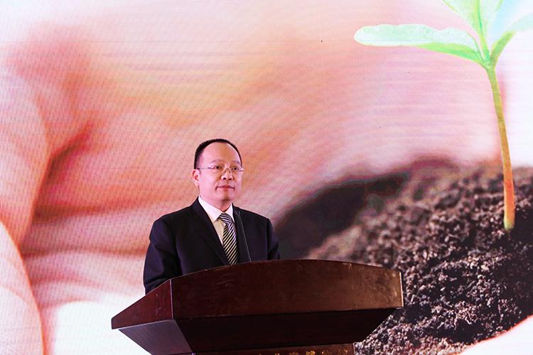 中国儿童少年基金会秘书长朱锡生介绍项目发起背景.jpg