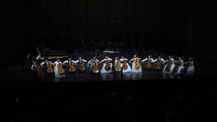自闭症儿童领奏大提琴.jpg