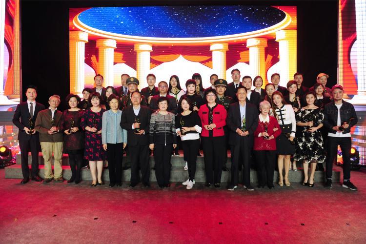 """[s]全国妇联副主席、书记处书记谭琳,全国妇联原副主席、书记处书记、中国儿童少年基金会副理事长赵东花为""""中国妇女儿童慈善"""
