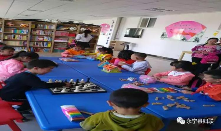 小朋友和家长、老师互动玩游戏.jpg