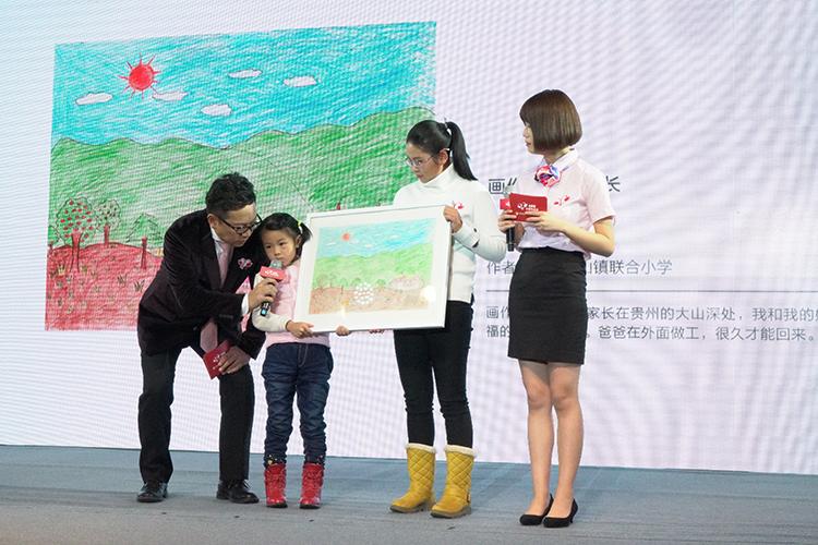 8.小候鸟代表画作慈善默拍.JPG