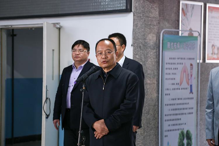 中国儿童少年基金会秘书长朱锡生介绍项目基本情况.jpg