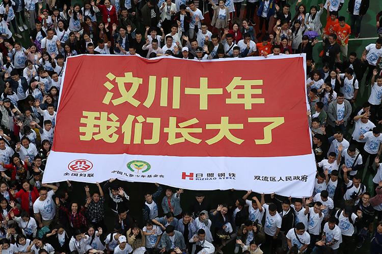 2018年5月9日,四川成都双流安康家园,回来参加10周年聚会活动的孩子们大合影。.jpg