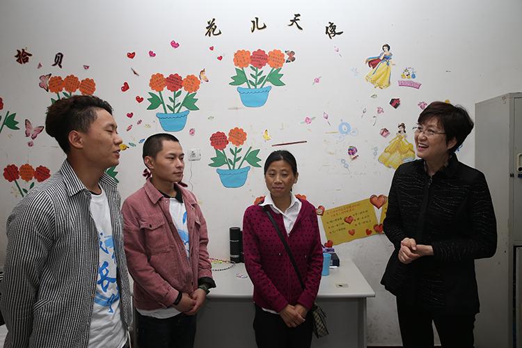 全国妇联副主席、书记处书记邓丽慰问成都双流安康家园。.jpg