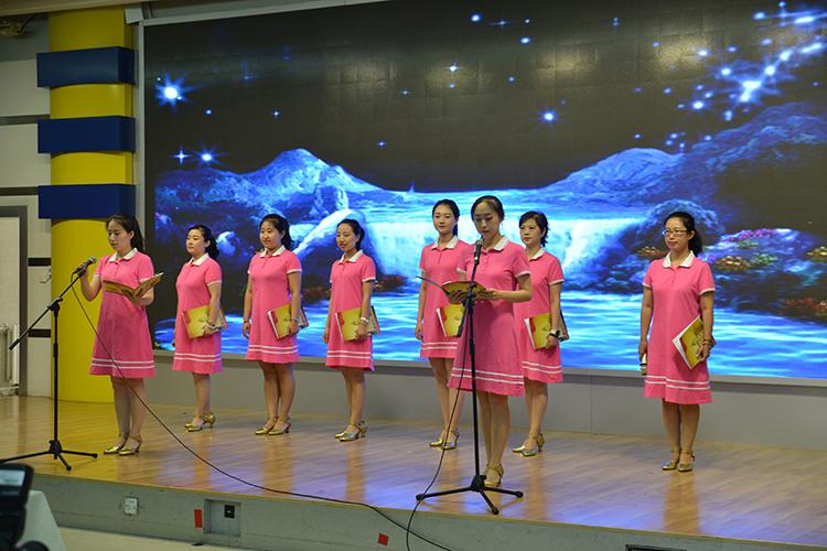 2教师代表诗朗诵《我们是光荣的幼儿教师》.jpg