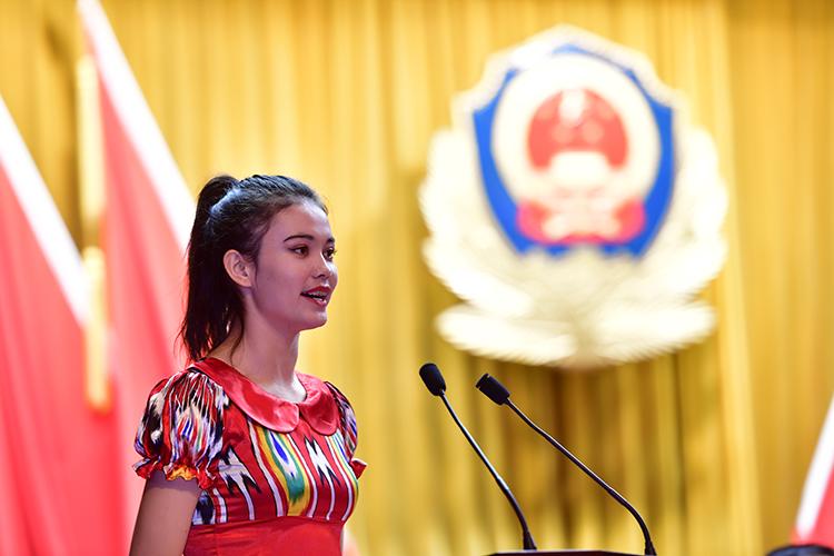 新疆大学学生阿尔孜古丽•拜克日发言.jpg